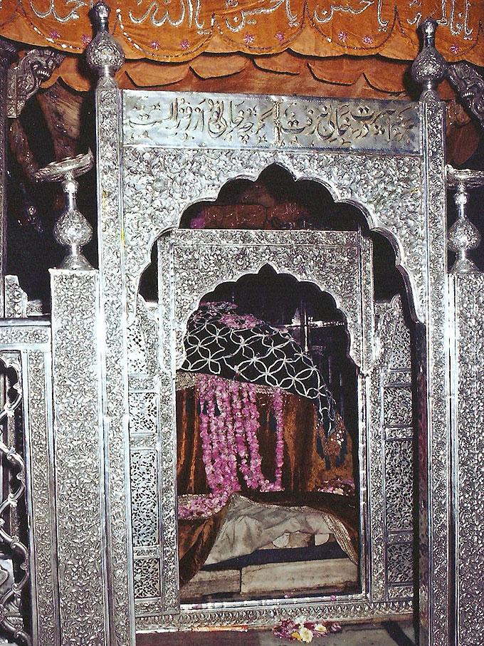 Hazrat Khwaja Moinuddeen Hasan Chishti rehmatullahi alaihi | Radd ...