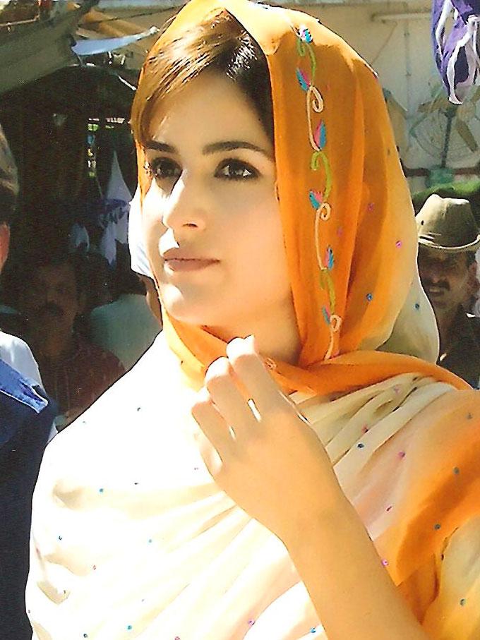 http://www.yakhwajagaribnawaz.com/bollywood-stars/katrina-hot-in-ajmer-dargah.jpg