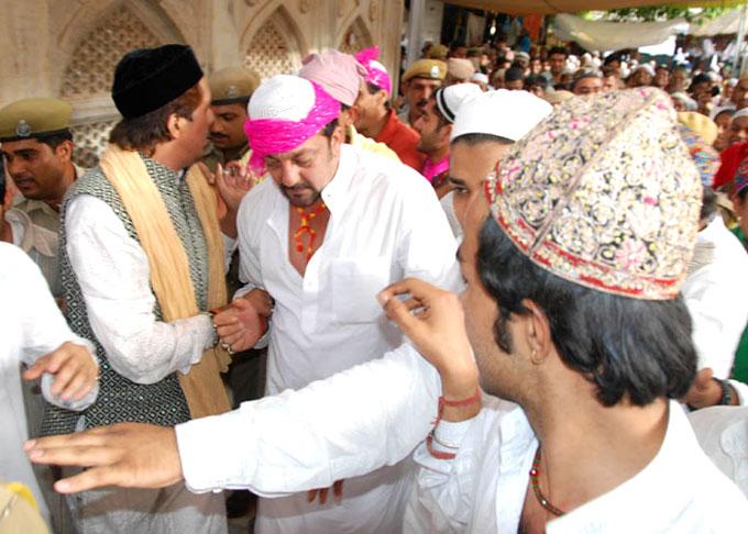 Hindi Film Star actoress Priyanka Actress visit Ajmer Sharif Indian ...